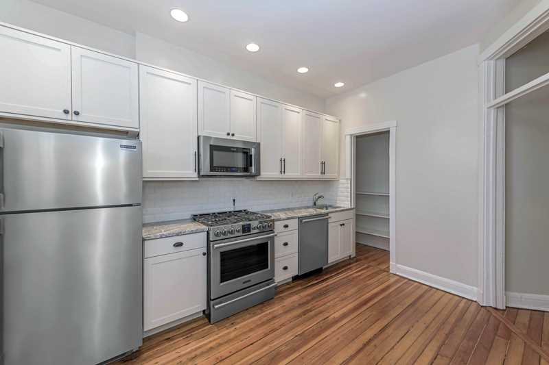 Beautifully-renovated Lincoln Park apartments, steps from the park and zoo