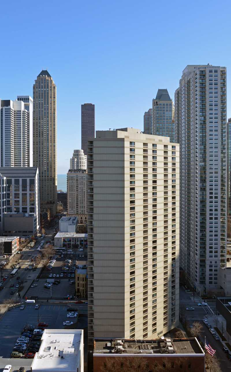 Asbury Plaza apartments, 750 N Dearborn St, River North