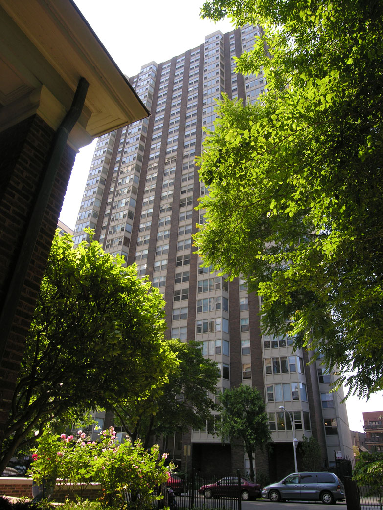 Steep declines on 525 Hawthorne Place resale prices