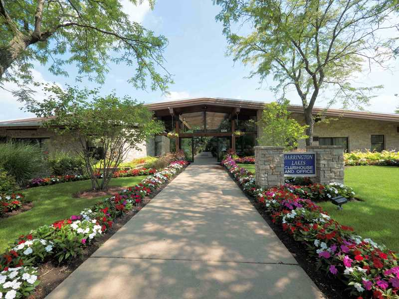 Resort-style living at Barrington Lakes apartments in Hoffman Estates