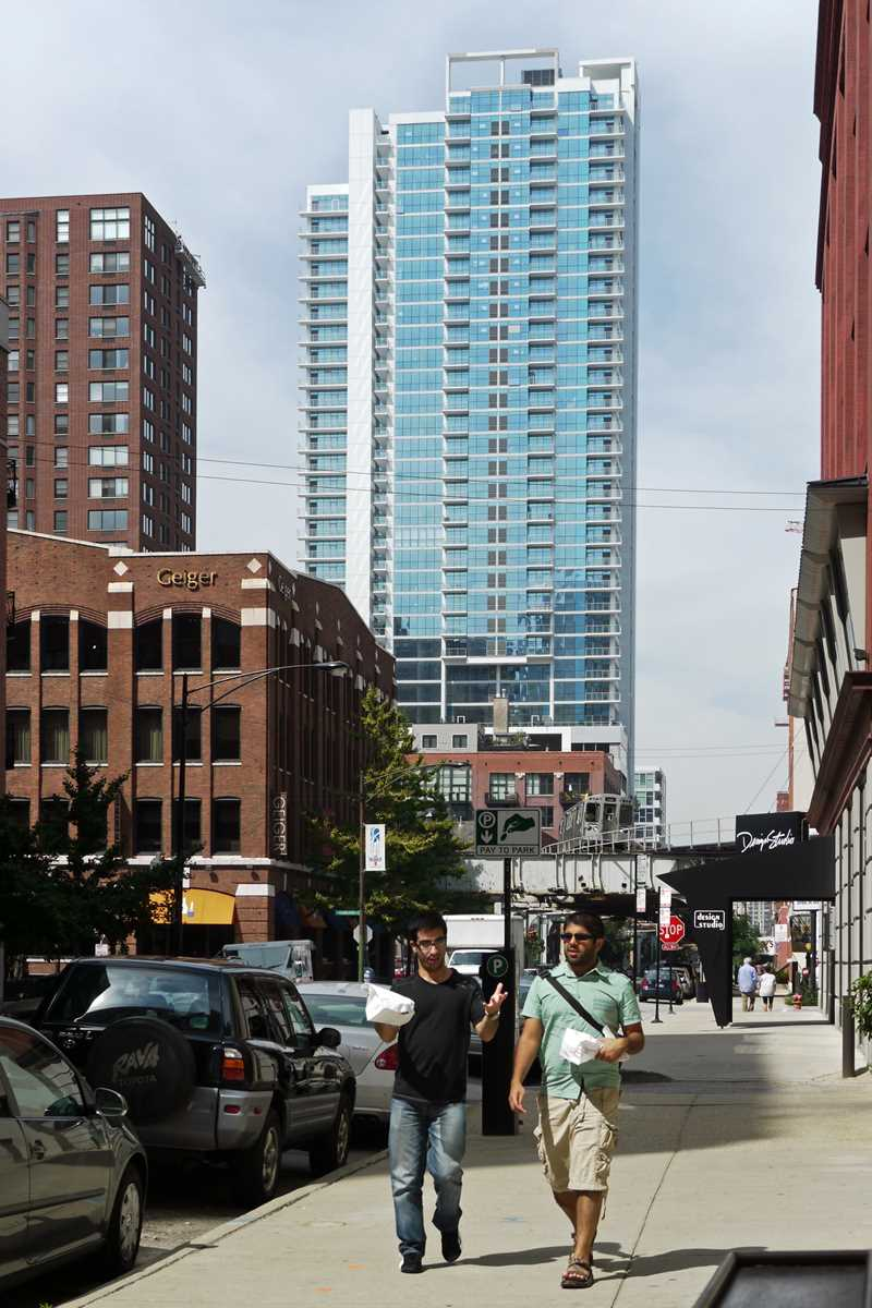 Sizzling sales at Silver Tower in River North