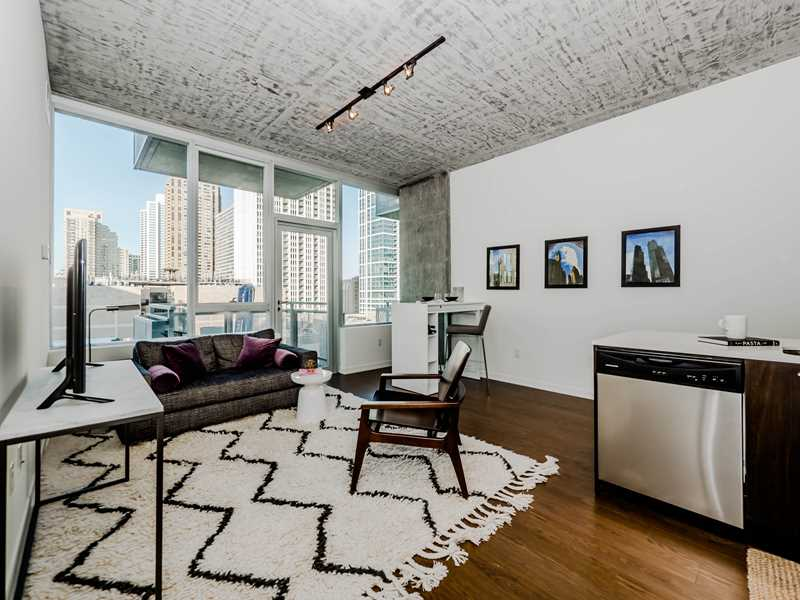 Tour a model at new, high-style, move-in ready South Loop condos