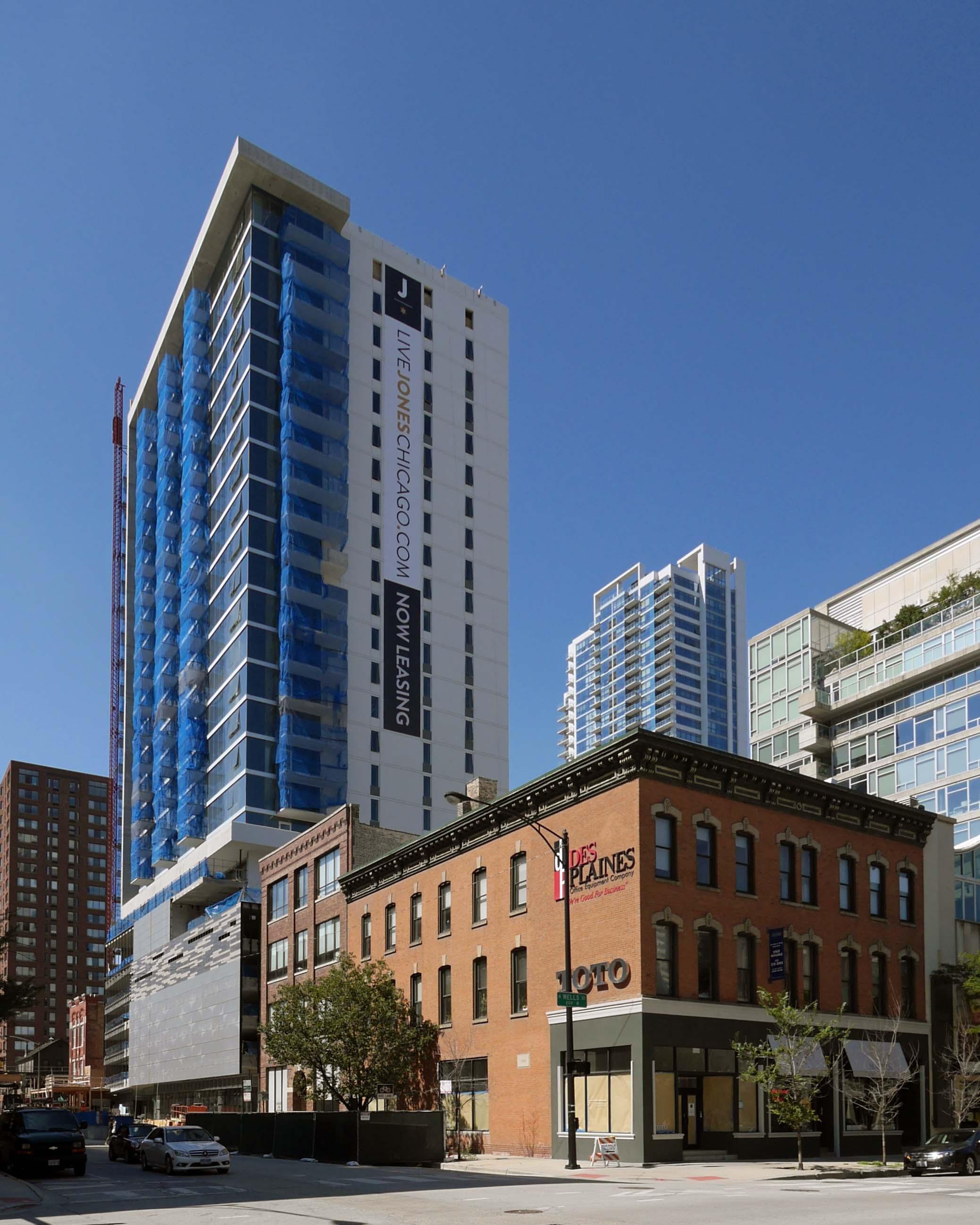 jones chicago apartments 220 w illinois st river