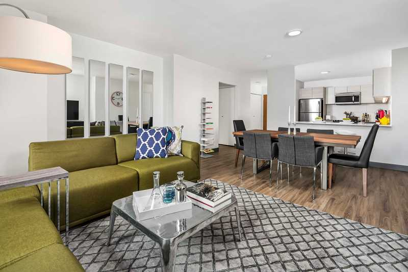 Newly-renovated Streeterville apartments steps from the beach