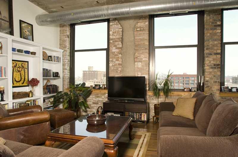 Classic West Loop lofts and new apartments at Circa 922