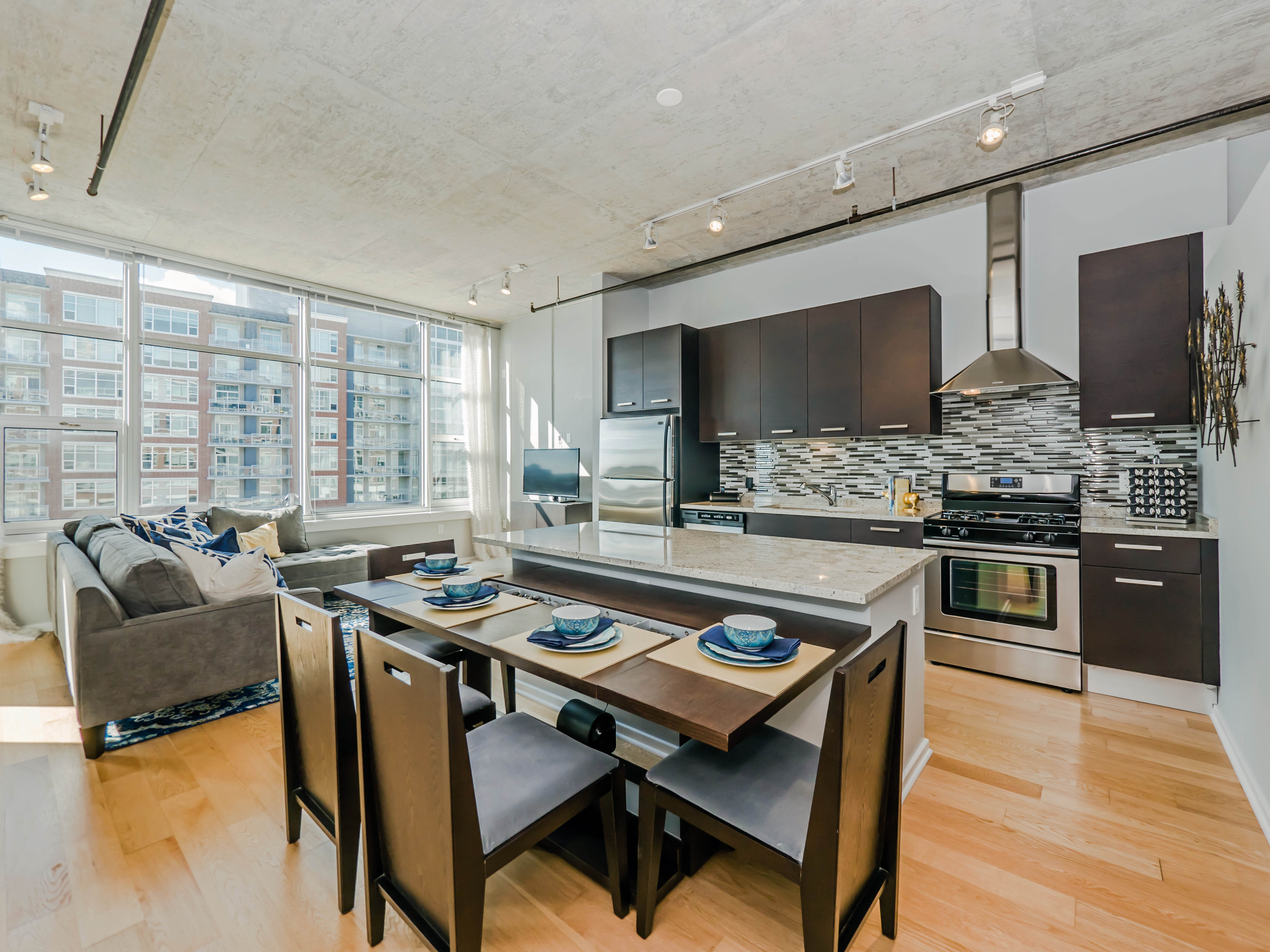 South Loop loft apartments steps from shops, restaurants, cinema ...