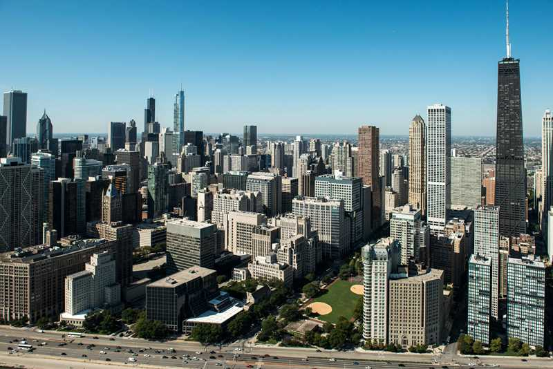Curbed vs YoChicago re Luxury Living Chicago