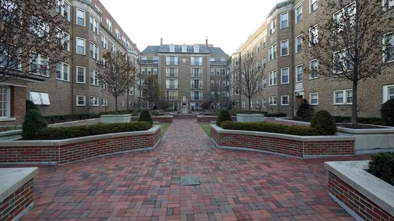 Evanston apartment review, The John Evans, 1600 Hinman Ave