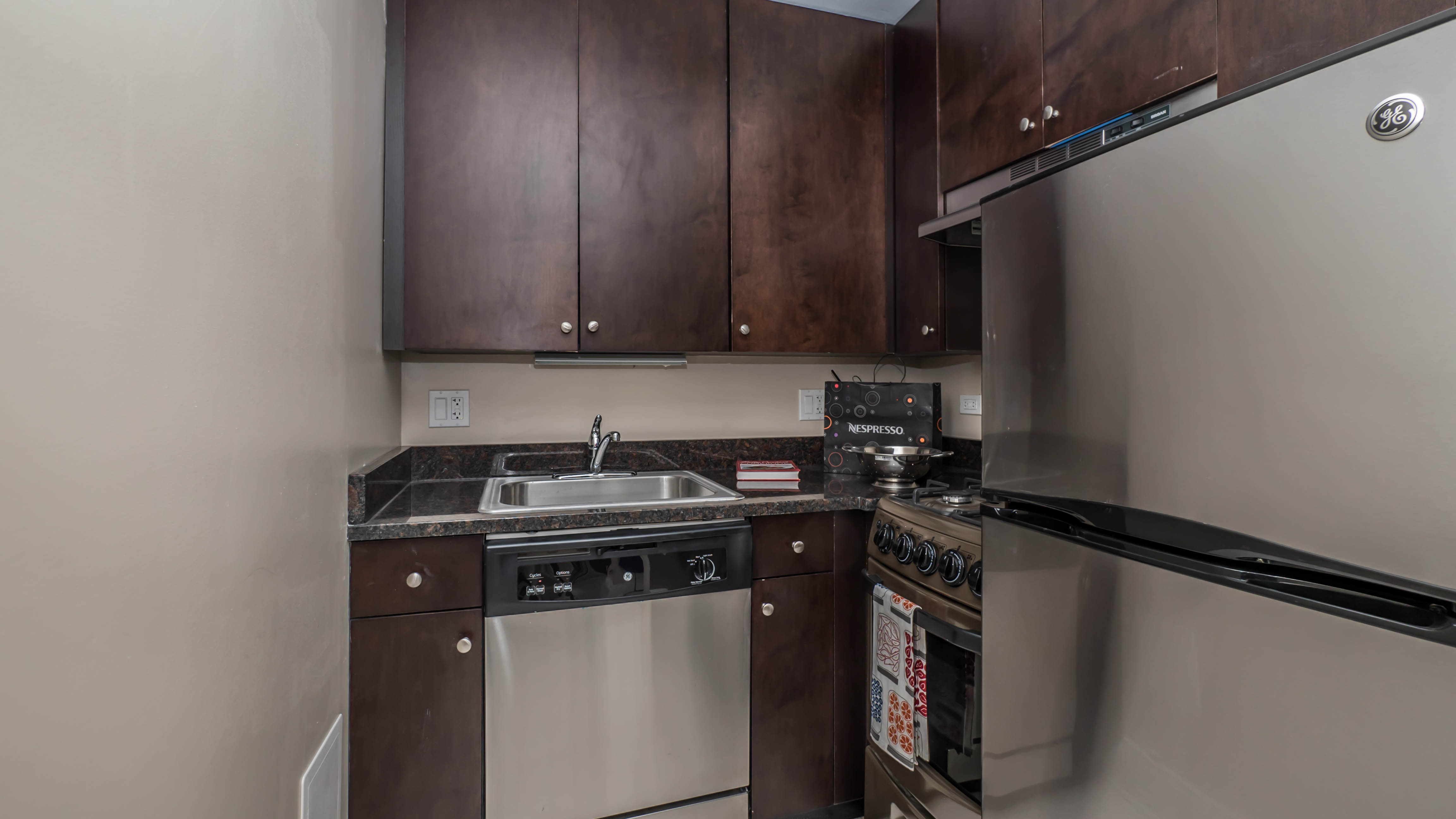 Newly Renovated Rogers Park Studios And One Bedrooms Yochicago