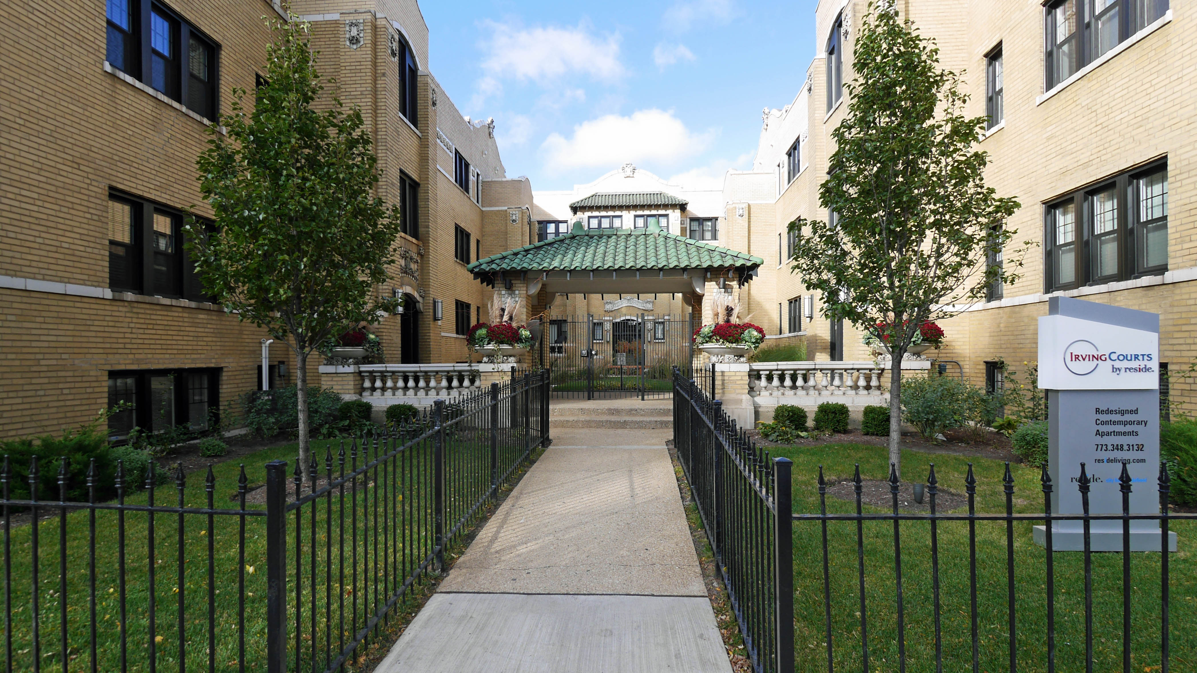 Irving courts apartments 718 56 w irving park rd for Irving hotel chicago
