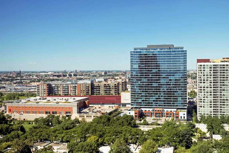 Special deals, an acre of amenities at the new 1000 South Clark apartments