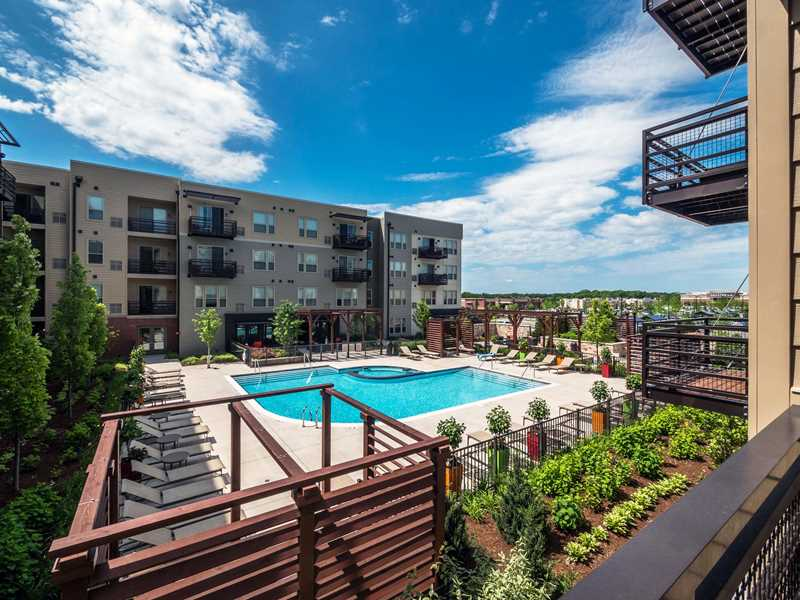 Today's deal – resort amenities and free rent at the new Tapestry Glenview