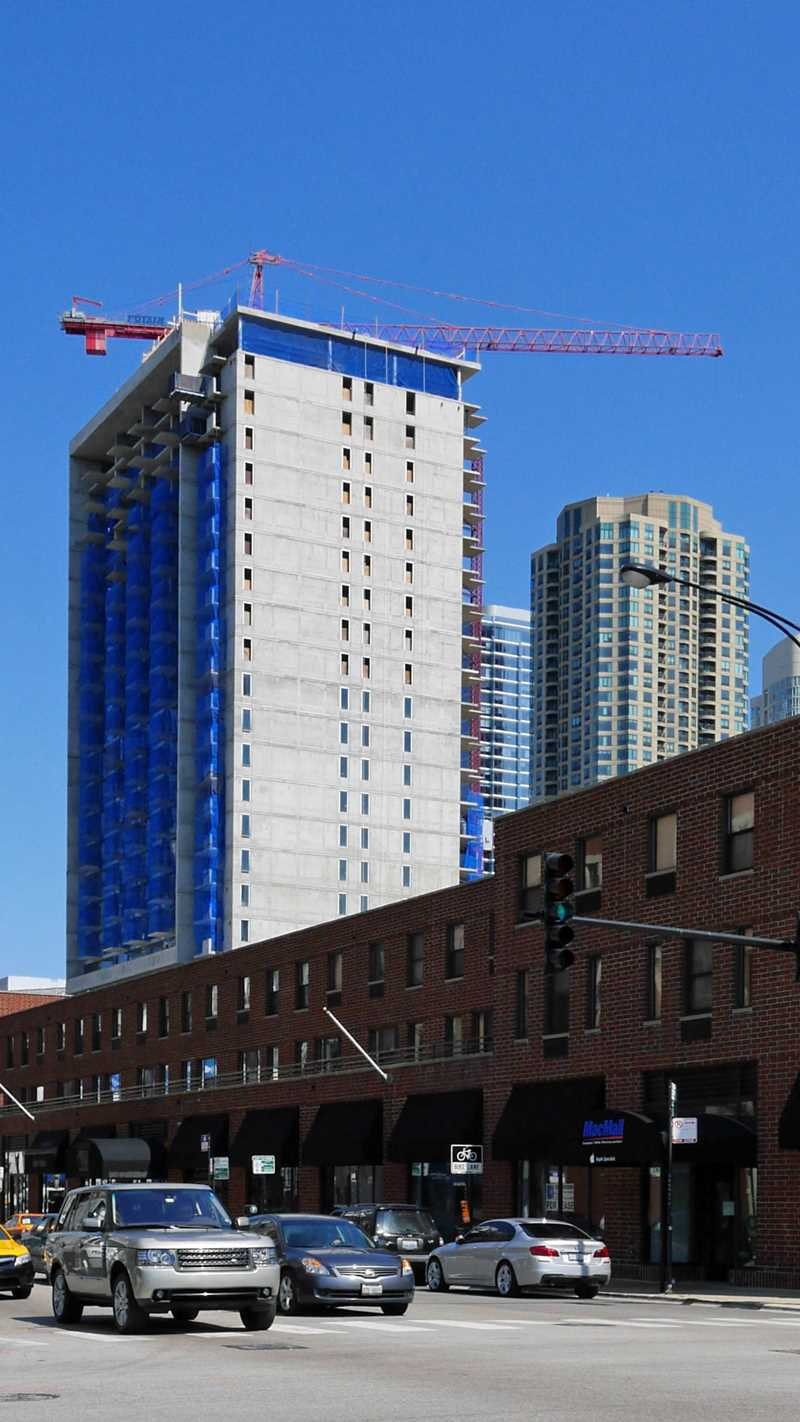 New River North apartment tower tops out