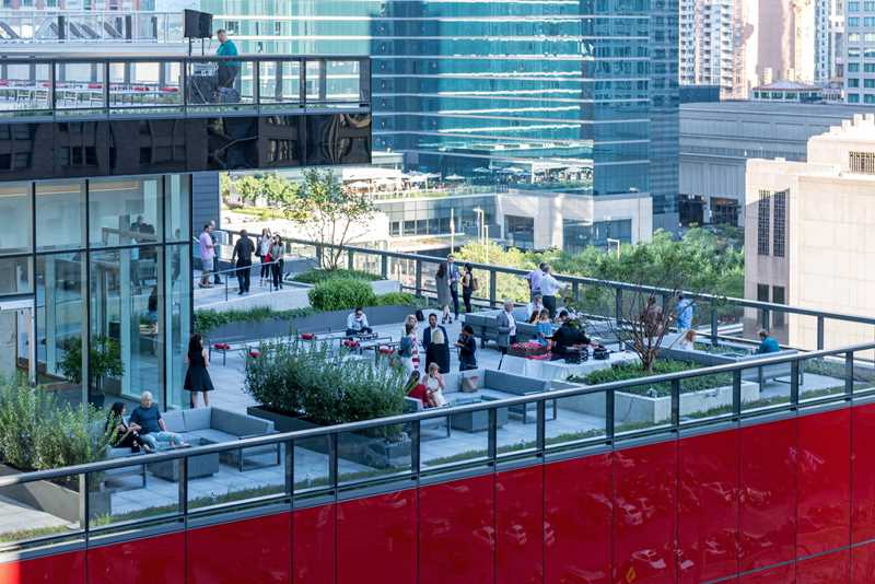 Free rent, incomparable amenities at Streeterville's new Optima Signature