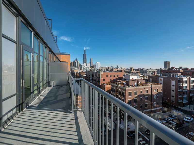 Rent a sunny 2-bedroom, 2-bath in the West Loop