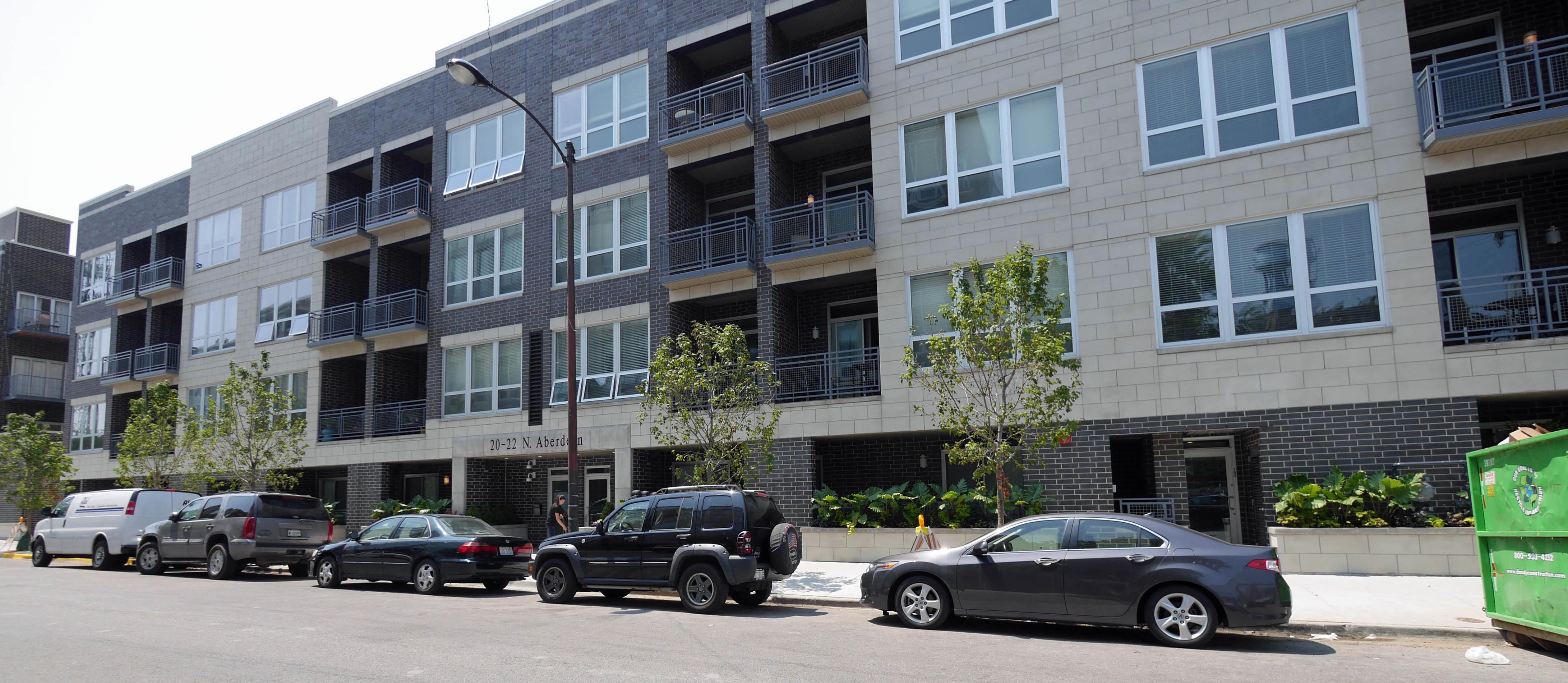 smaller buildings renting rapidly in west loop yochicago. Black Bedroom Furniture Sets. Home Design Ideas