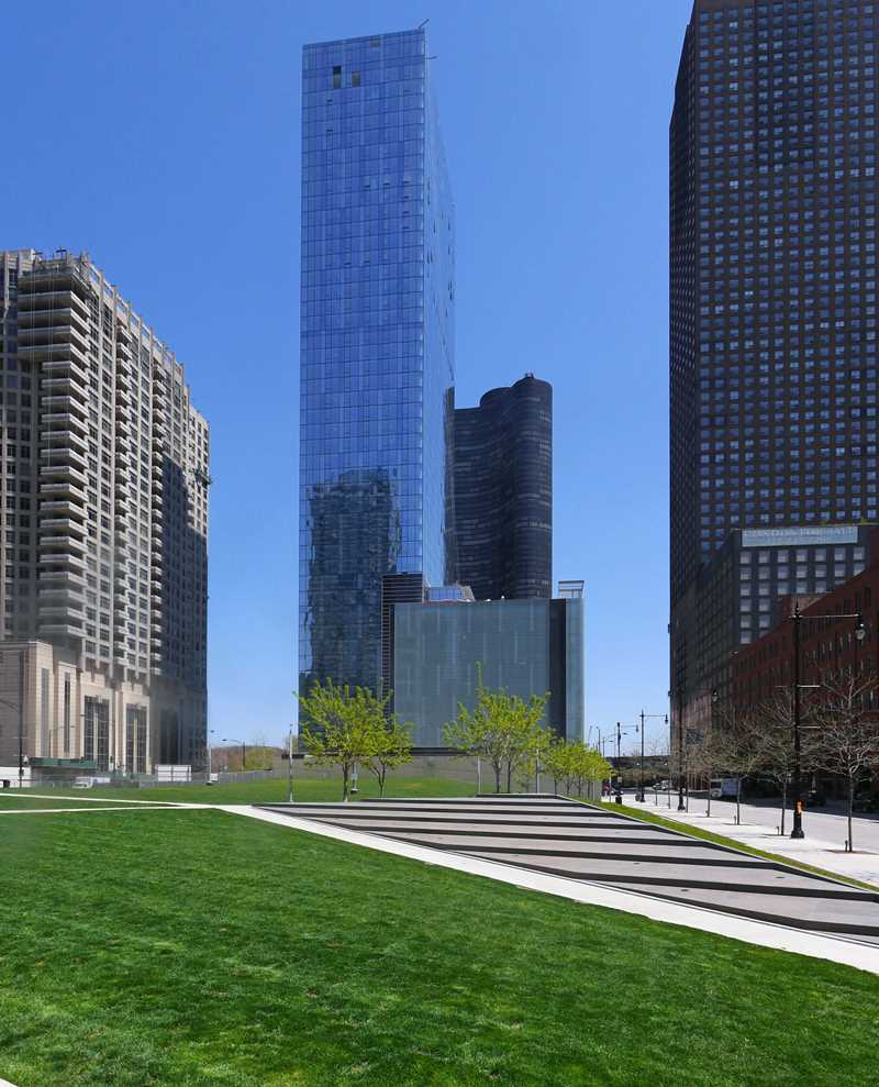 500 Lake Shore Drive aggressively courting rental services