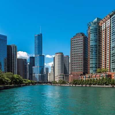 Great Streeterville apartments and amenities on the riverfront
