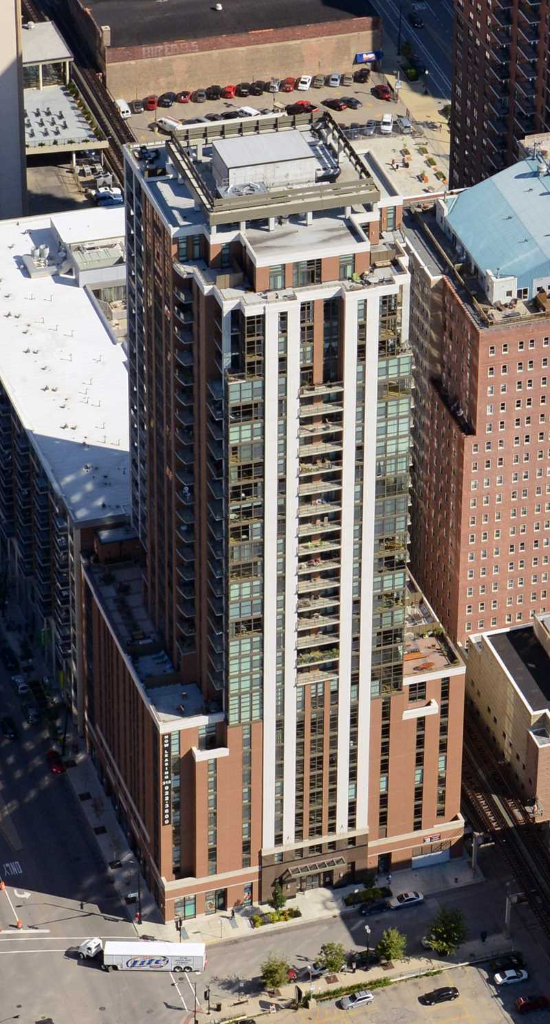 Astoria Tower apartments, 8 E 9th St, South Loop