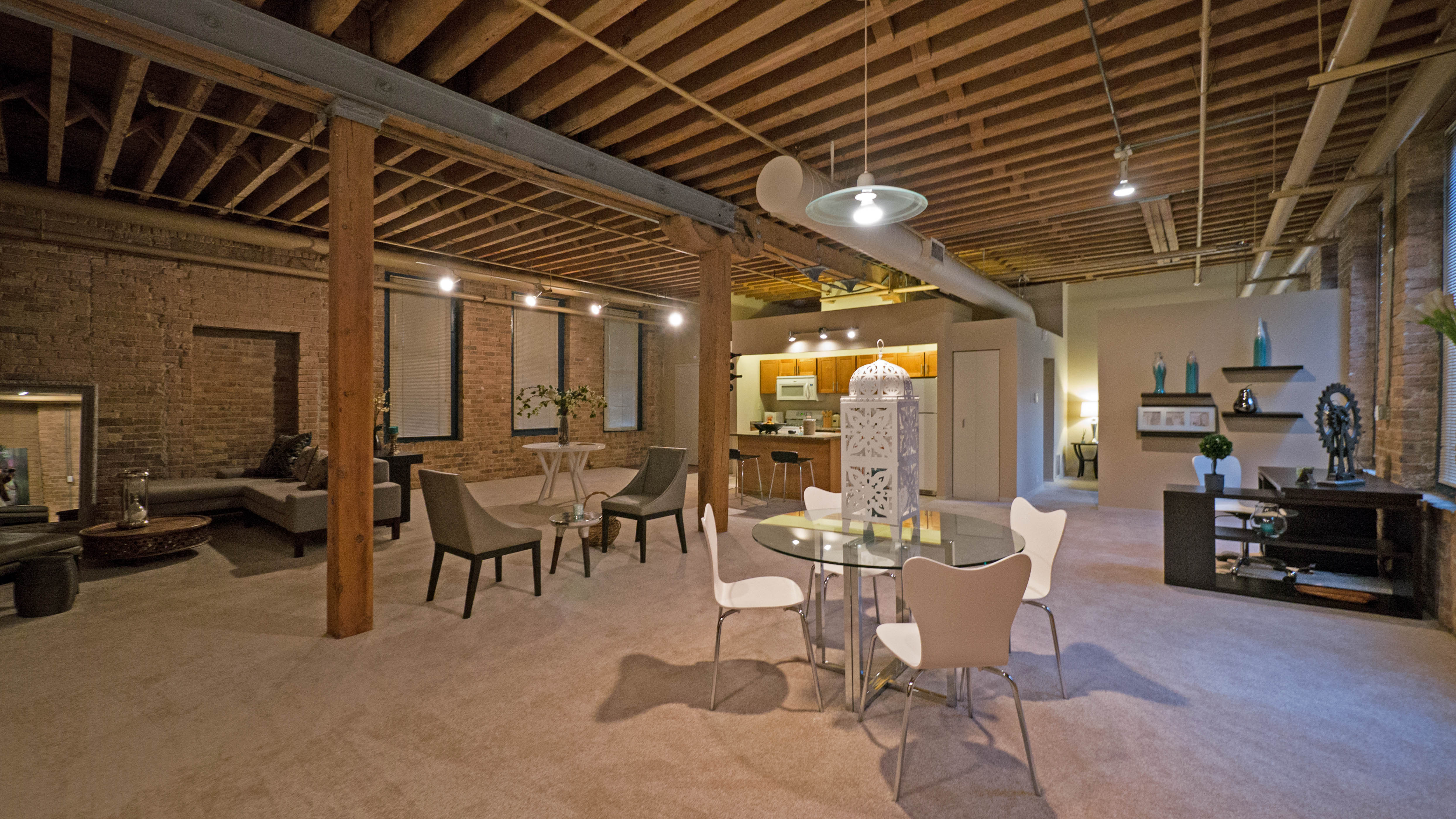 Cobbler Square Lofts 1350 N Wells St Old Town Yochicago