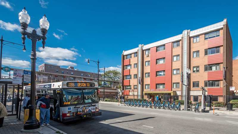 Transit-friendly Rogers Park apartments