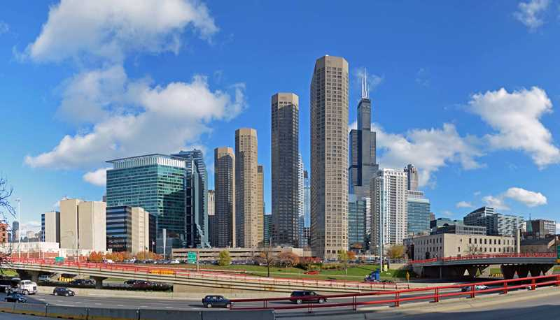 Enjoy dramatic views from the West Loop's Presidential Towers apartments
