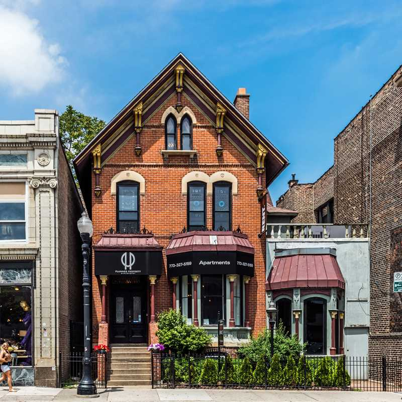 Begin your Lakeview apartment hunt with Planned Property
