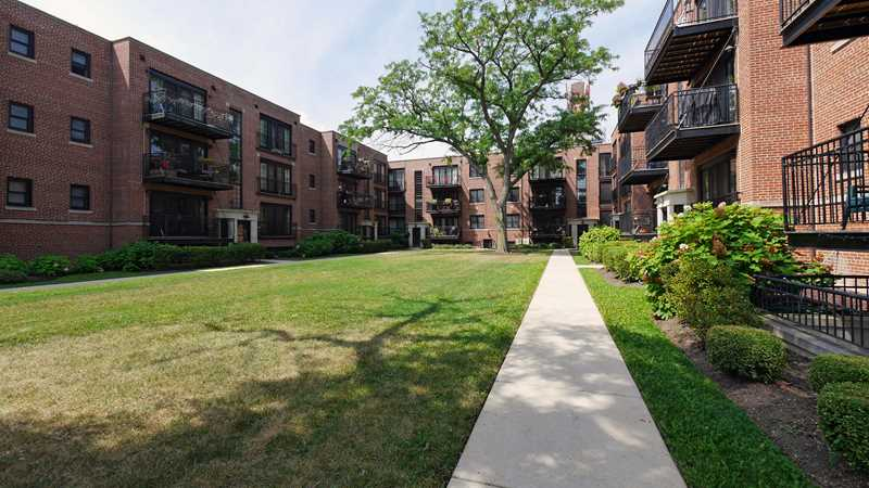 Stylishly renovated Park Ridge apartments
