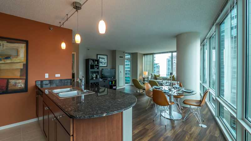 Sunny Streeterville 2-bedrooms offer the luxury of space