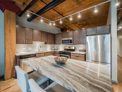 The Lofts at River East in Streeterville offers winter rent deals