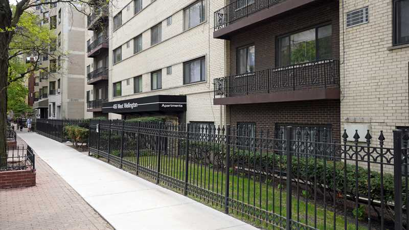 455 West Wellington apartments, Lakeview East