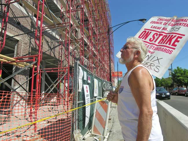 Carpenters picket non-union labor at Uptown condo project