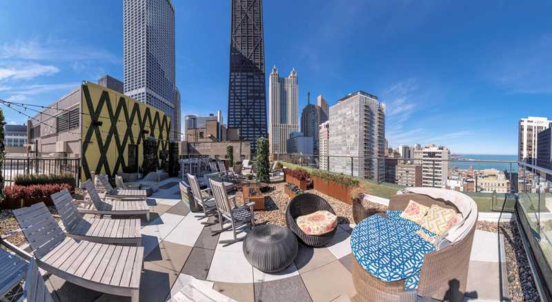 Rooftop sundeck, Gold Coast City Club, Chicago