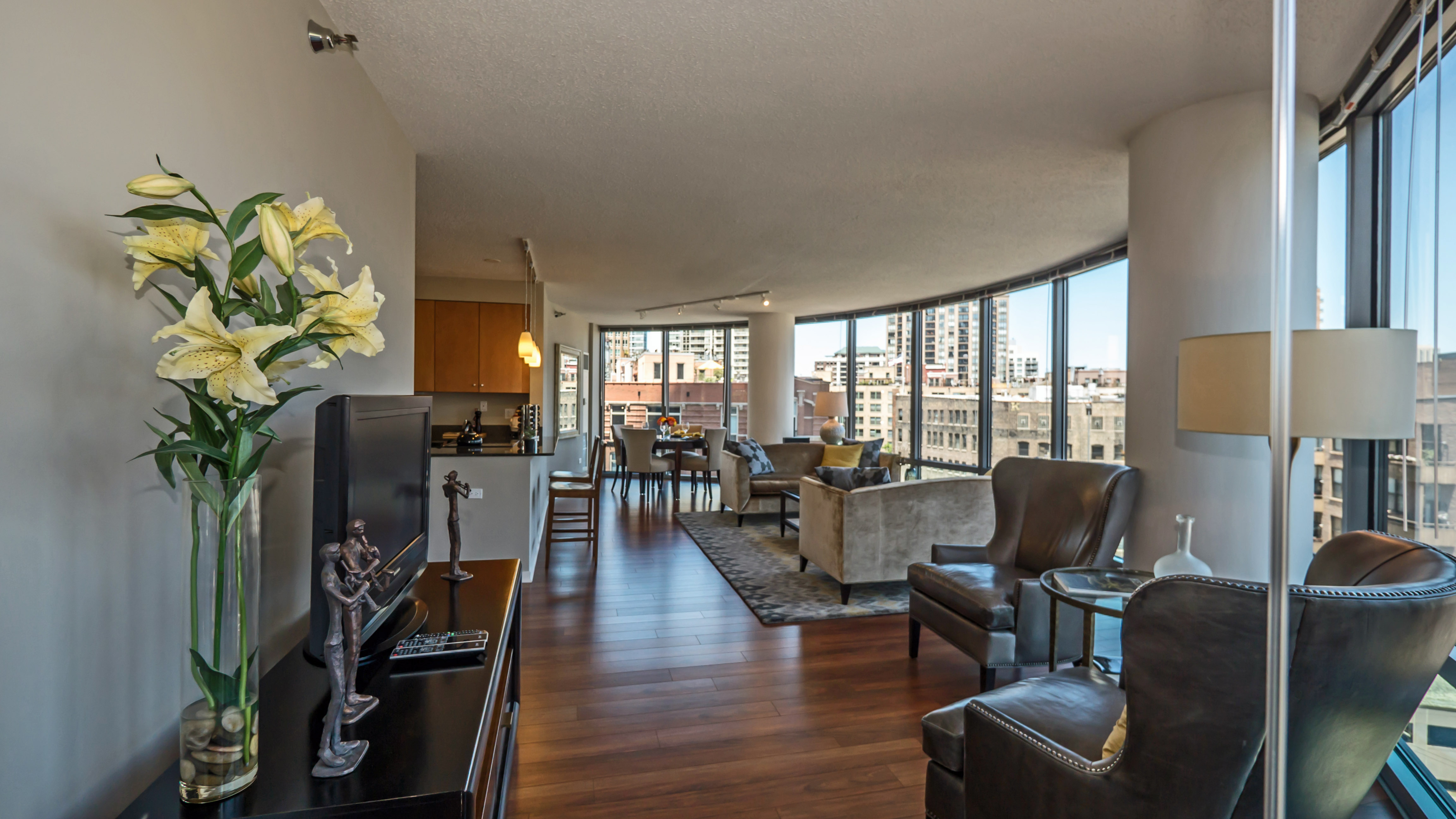 Kingsbury Plaza S Curvaceous Two Bedroom Apartments Yochicago