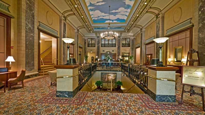 Lincoln Park's impressive vintage apartment lobbies
