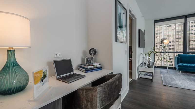 73 East Lake apartments emphasize style