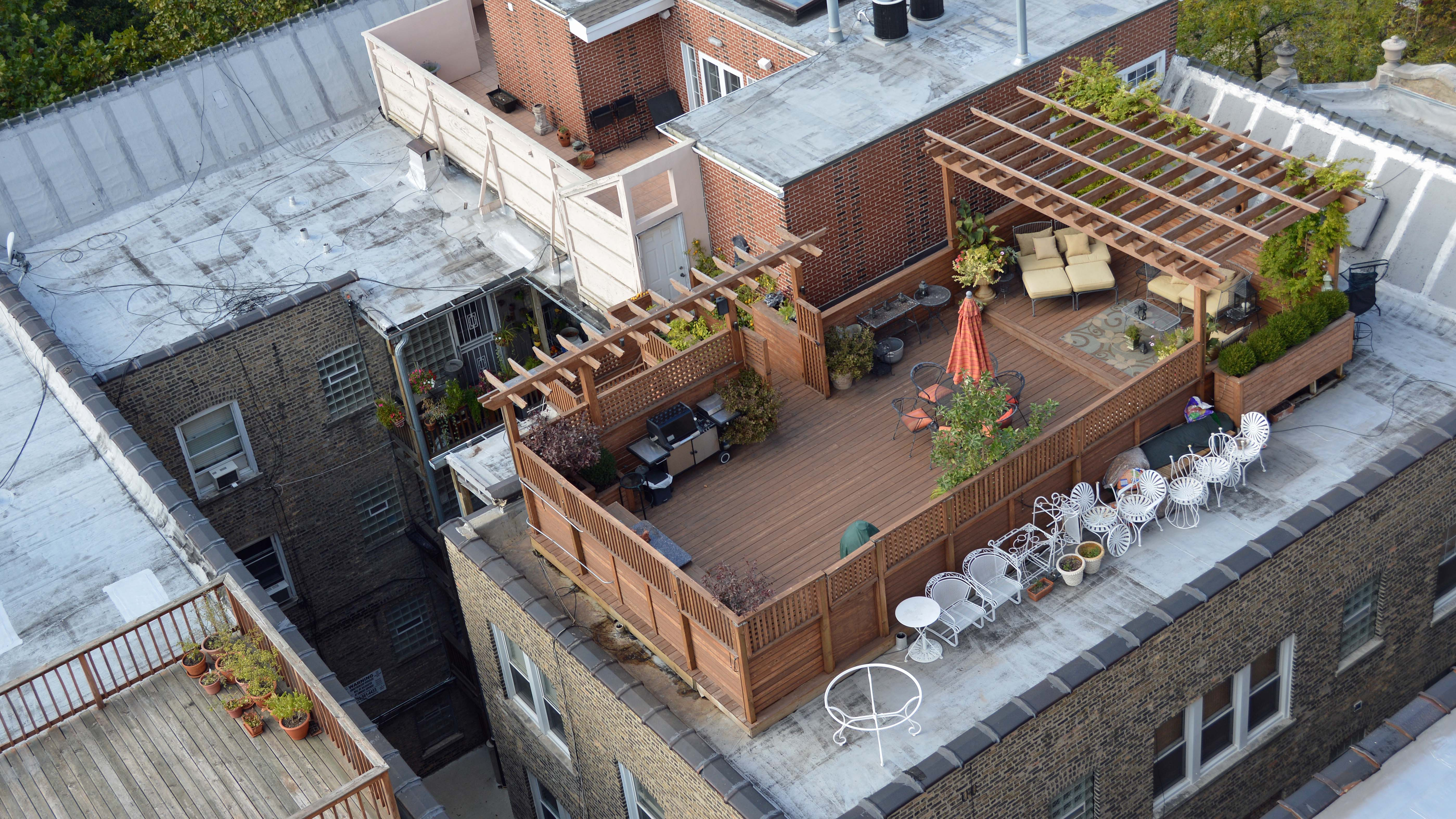 Why so few chicago roof decks yochicago for Top deck roofing