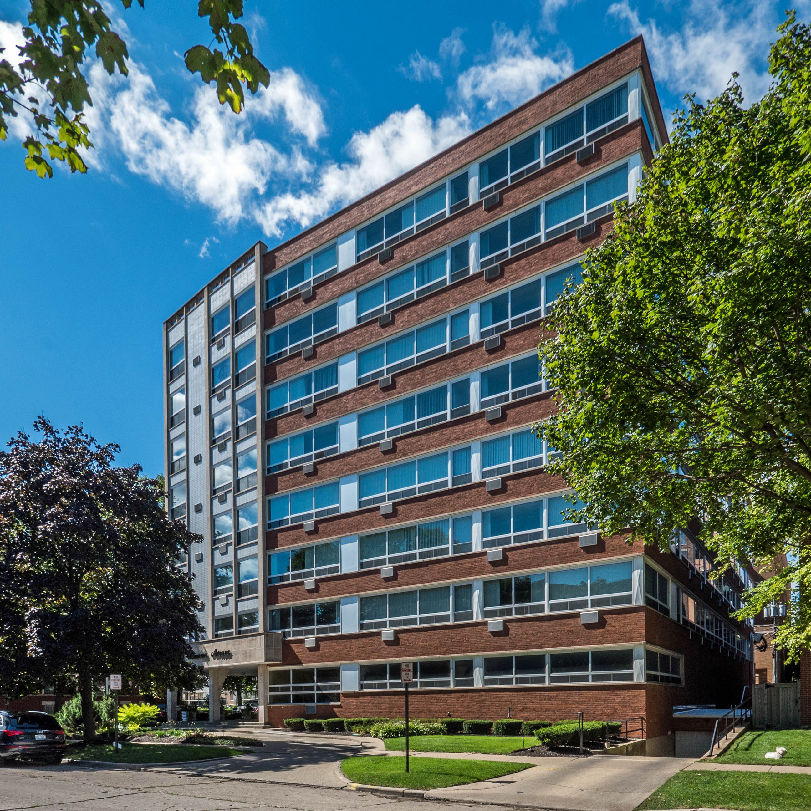 Presidential Apartments. Evanston apartment review  Presidential Apartments  800 Hinman Ave