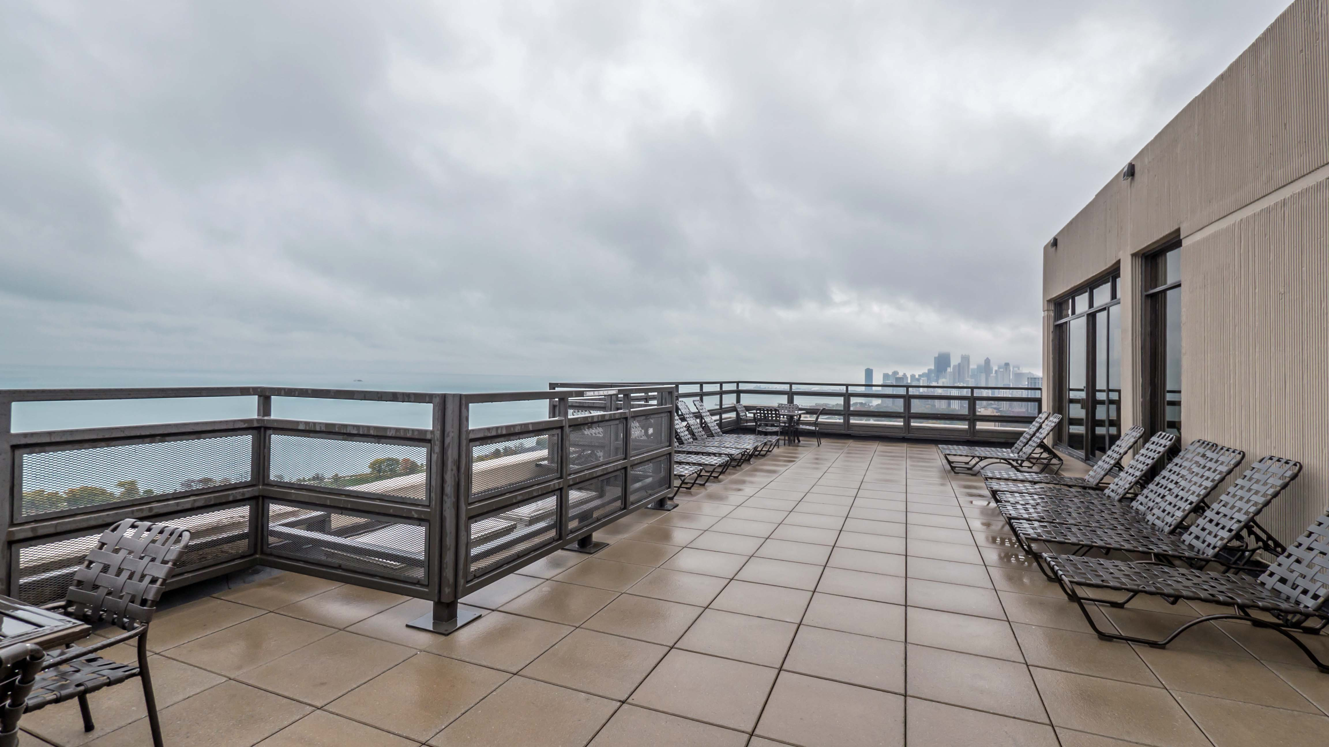 Condominium review 2650 lakeview lincoln park yochicago for Sundeck flooring