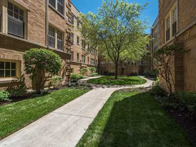 Renovated Lakeview East courtyard apartments steps from Mariano's