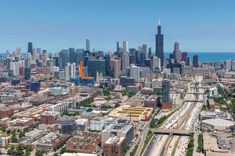 Porte apartments, Chicago, at arrow