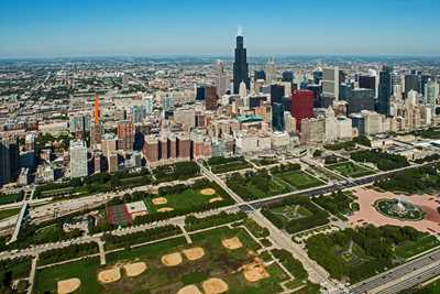 Rent incentives steps from Grant Park at the South Loop's Astoria Tower
