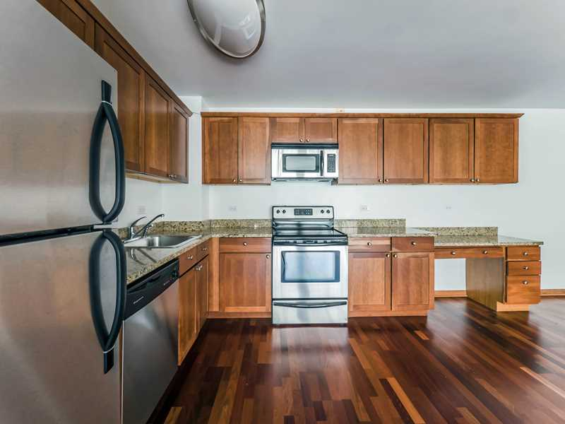 A month's free rent at nicely-renovated Lakeview East apartments steps from the park