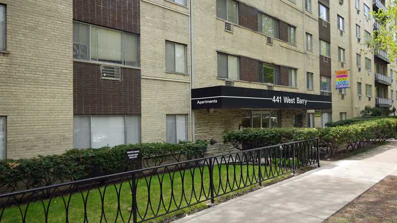 441 West Barry apartments, Lakeview East