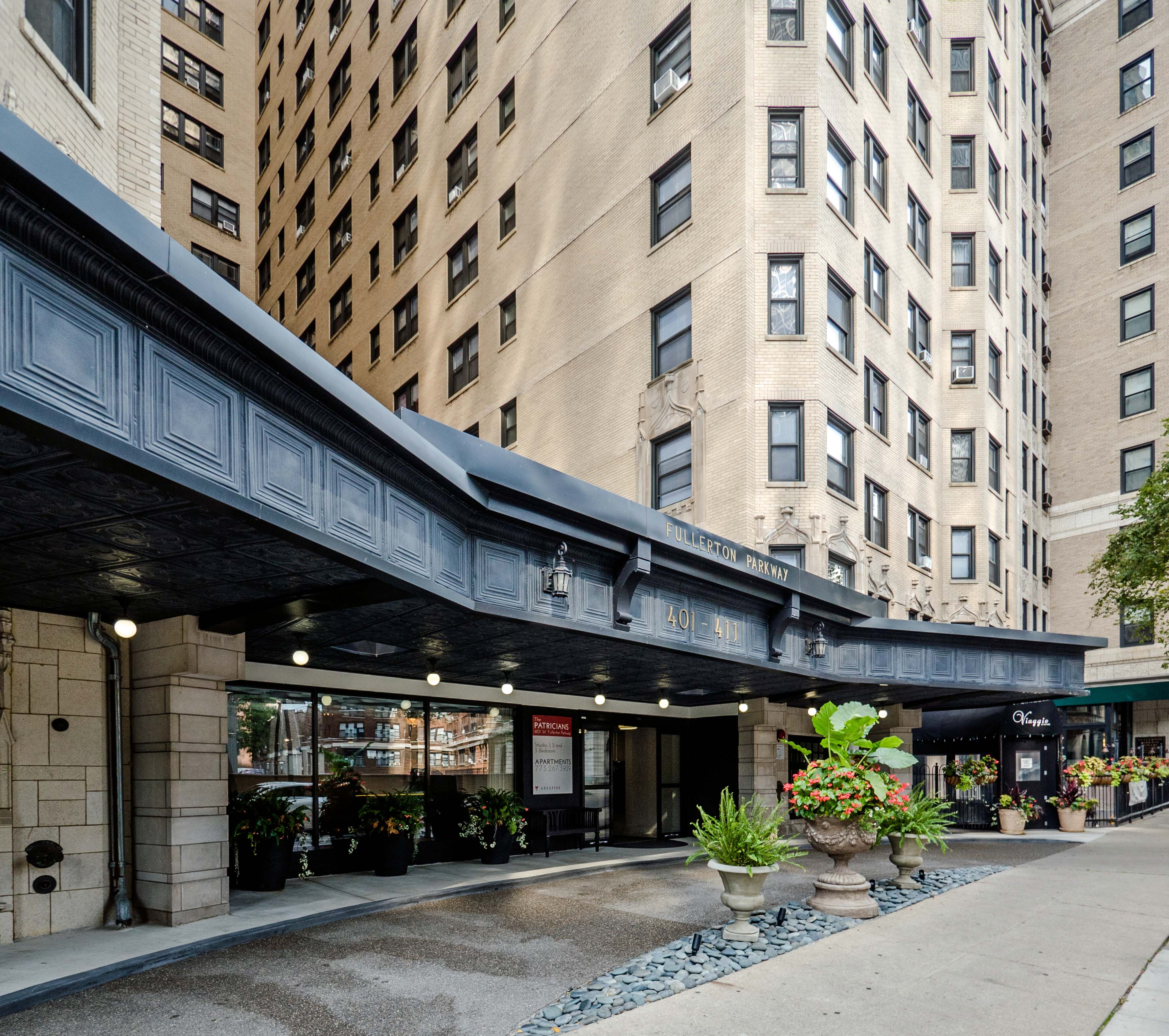 Lincoln Park Apartments For Rent: The Patricians Apartments, 401 W Fullerton Pkwy, Lincoln