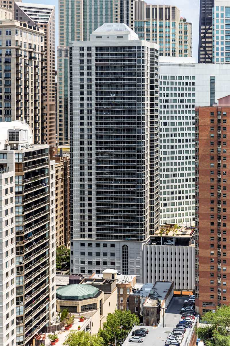 One East Delaware apartments, 1 E Delaware Pl, River North / Gold Coast