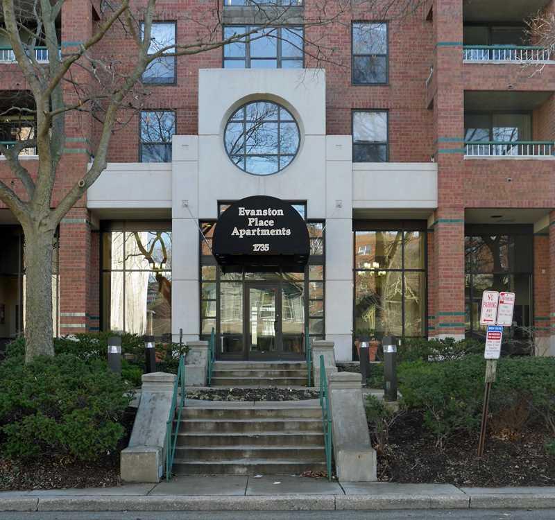 Evanston apartment review, Evanston Place, 1715 Chicago Ave