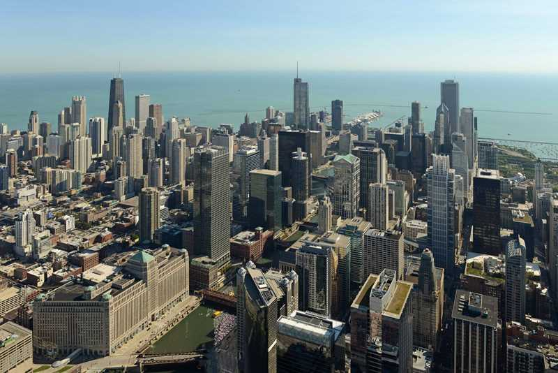 A list of River North and Streeterville apartments with indoor pools