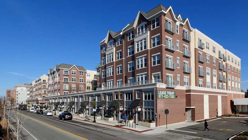 Evanston apartment review, AMLI Evanston, 737 Chicago Ave