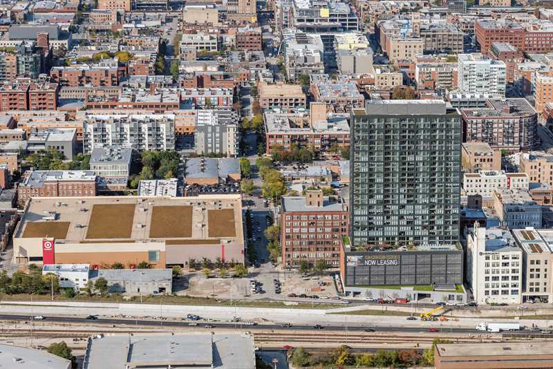 Landmark West Loop apartments are steps from public transit, UIC campus
